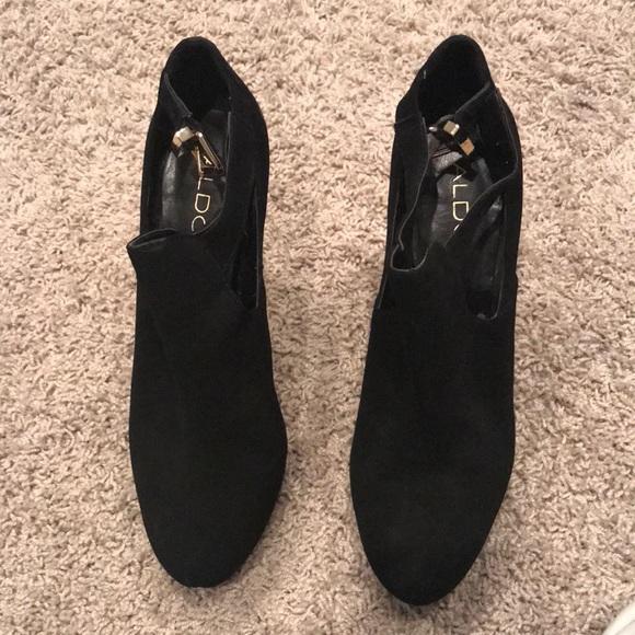 Heels platforms with gold buckle